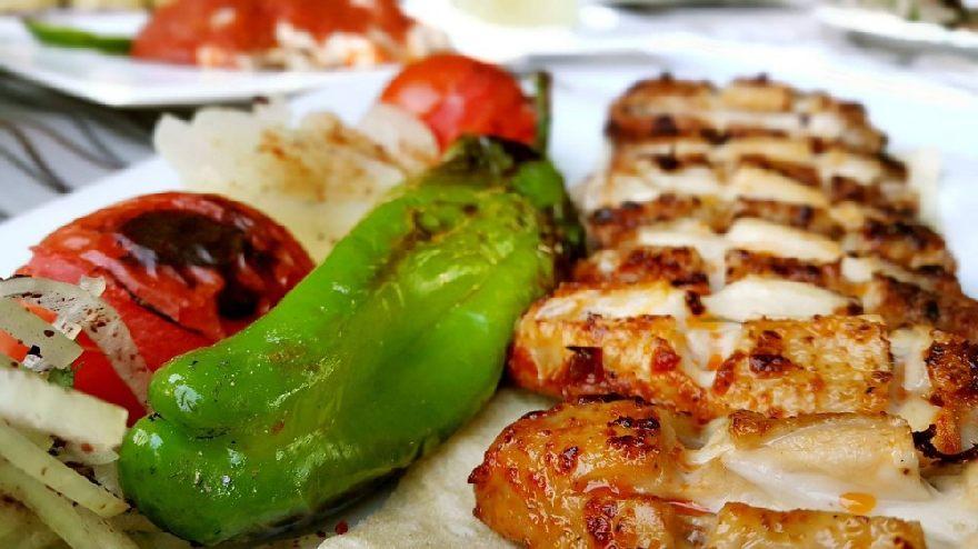 Imbiss Fugger mit leckeren deutschen und türkischen Essen in Berlin.